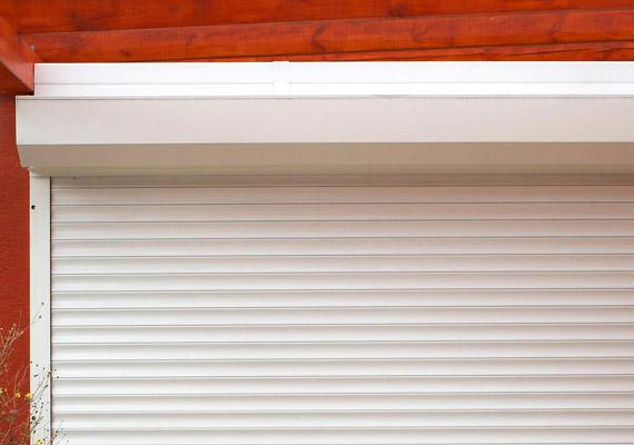 rolovacia garážová brána bielej farby